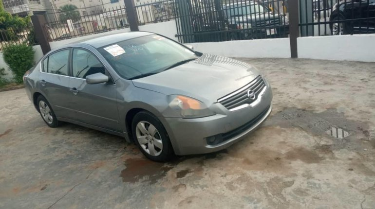 Foreign Used 2005 Silver Nissan Altima for sale in Lagos. -5