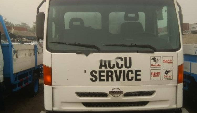 Foreign Used 2000 White Nissan Cabstar for sale in Lagos. -1