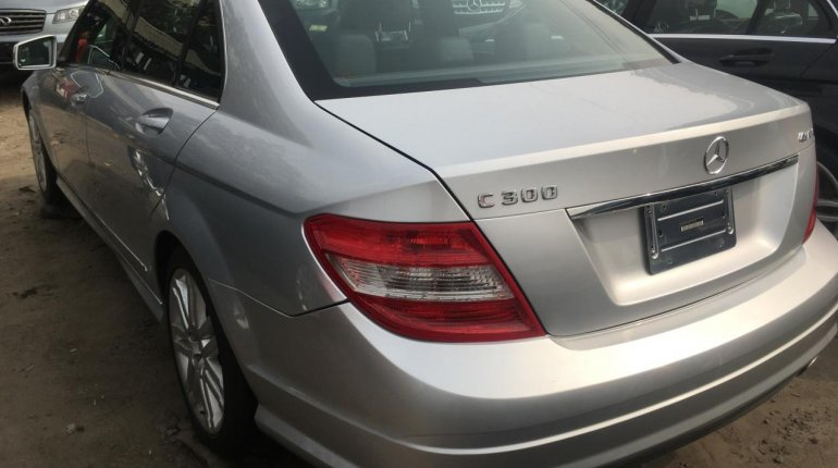 Foreign Used Mercedes-Benz C300 2010 Model Silver-1