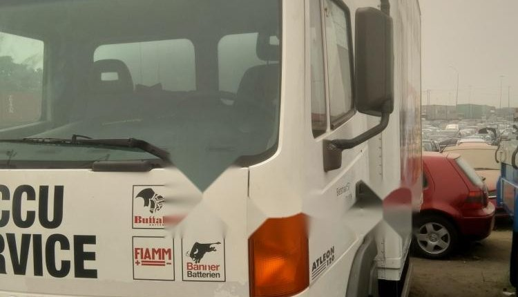 Foreign Used Nissan Cabstar 2000 Model White-2