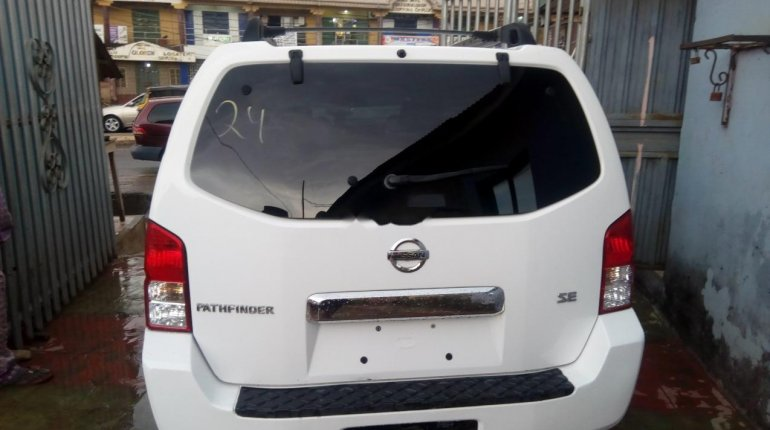 Foreign Used Nissan Pathfinder 2006 Model White-1