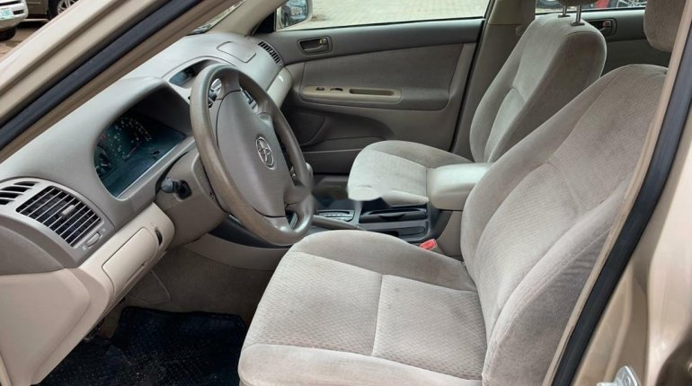 Foreign Used Toyota Camry 2004 Model Silver-3