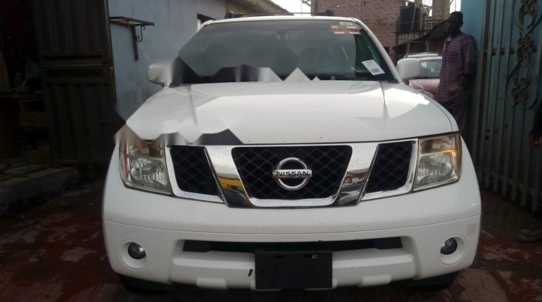 Foreign Used Nissan Pathfinder 2006 Model White-0