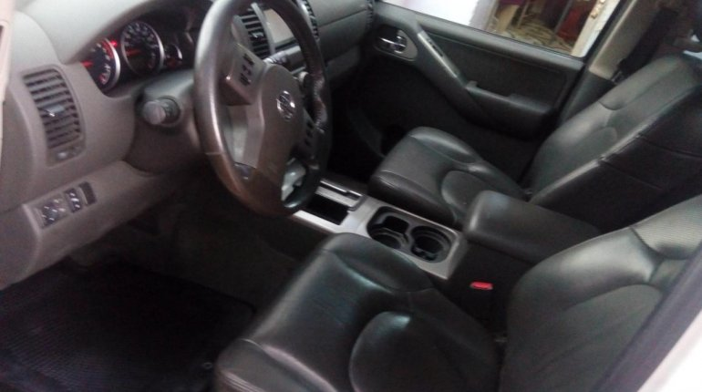 Foreign Used Nissan Pathfinder 2006 Model White-4