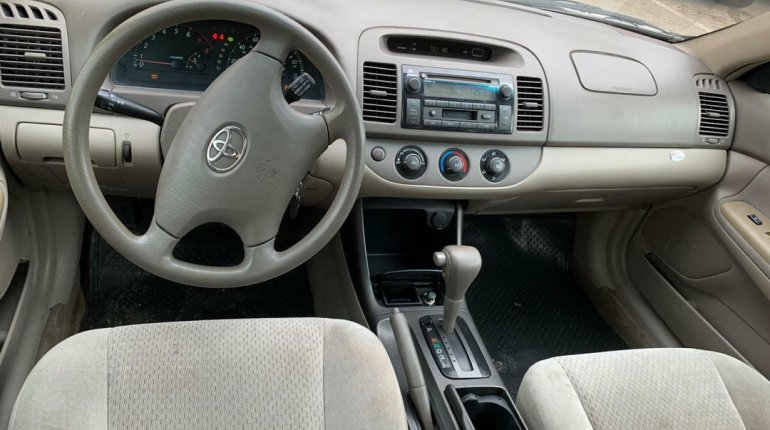 Foreign Used Toyota Camry 2004 Model Silver-4