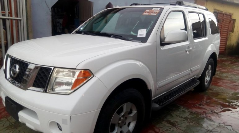 Foreign Used Nissan Pathfinder 2006 Model White-6