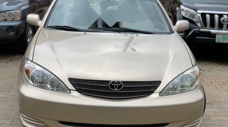 Foreign Used Toyota Camry 2004 Model Silver-1