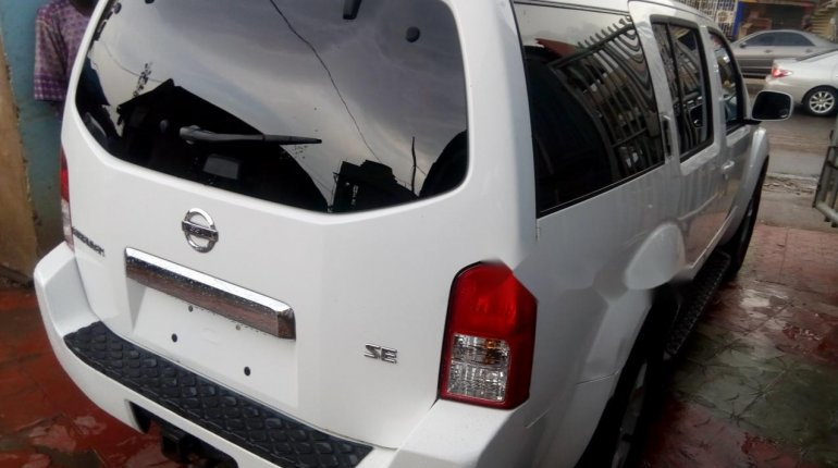 Foreign Used Nissan Pathfinder 2006 Model White-2