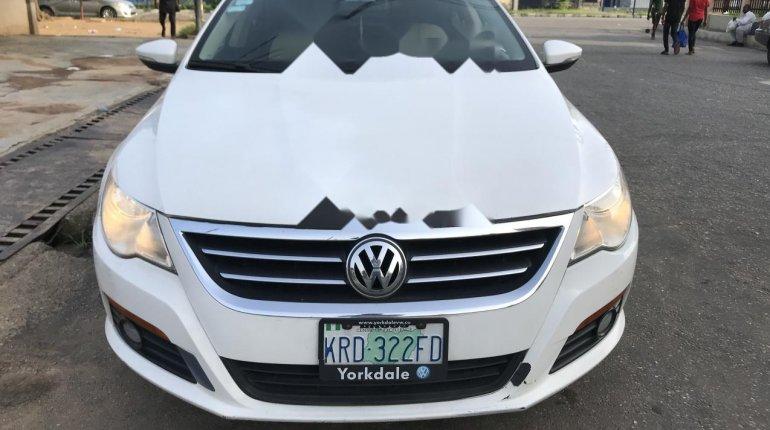 Nigeria Used Volkswagen Passat 2010 Model White-0