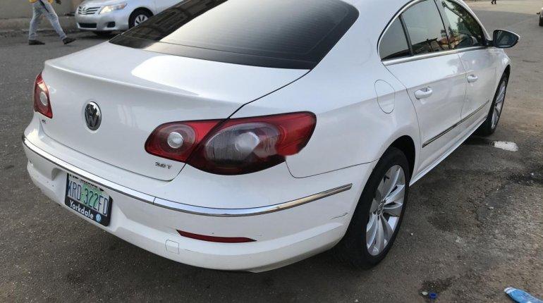 Nigeria Used Volkswagen Passat 2010 Model White-9