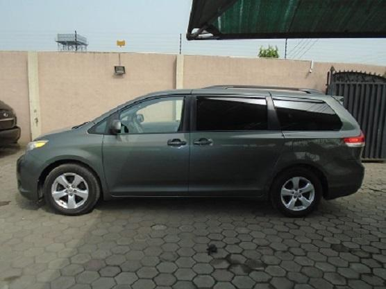 Foreign Used Toyota Sienna 2011 Model Gray-4