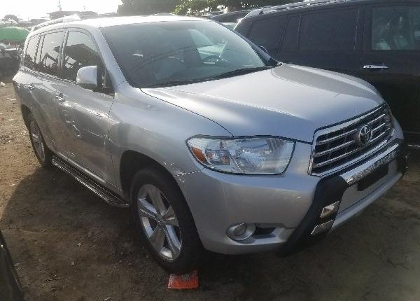 Foreign Used Toyota Highlander 2010 Model Silver-0