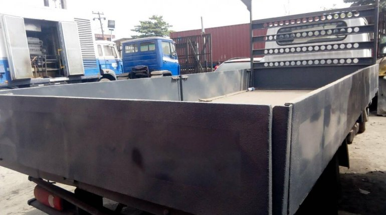 Neatly Used 2000 Nissan Cabstar for sale-4