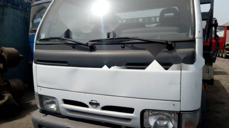 Neatly Used 2000 Nissan Cabstar for sale-0