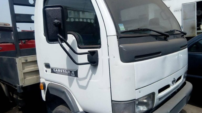 Neatly Used 2000 Nissan Cabstar for sale-1