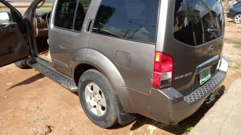 Clean Naija Used Nissan Pathfinder 2005 Model for sale-2
