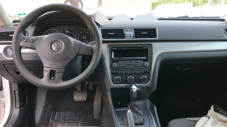 Foreign Used Volkswagen Passat 2012 Model White-4