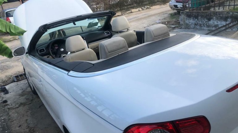 Open Roof Foreign Used 2008 Volkswagen Eos for sale in Lagos.-2