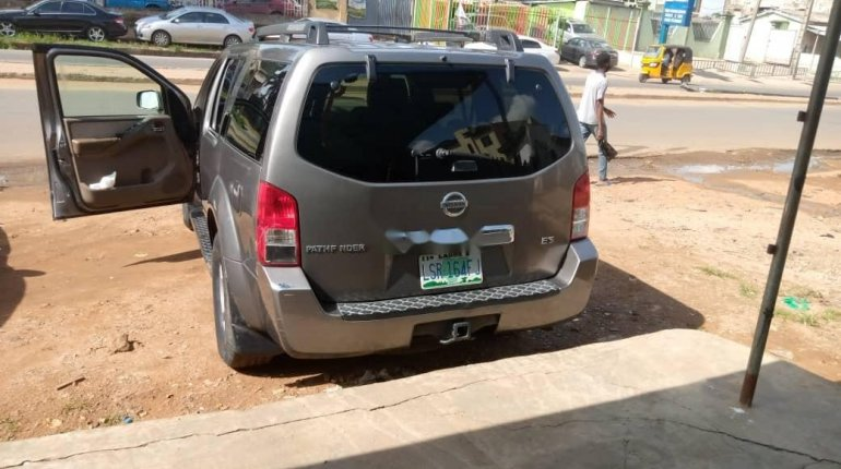 Clean Naija Used Nissan Pathfinder 2005 Model for sale-1