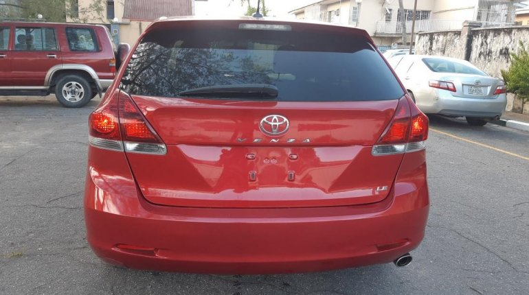 Foreign Used 2013 Maroon Toyota Venza for sale in Lagos. -11