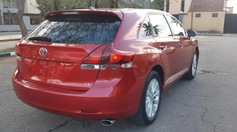 Foreign Used 2013 Maroon Toyota Venza for sale in Lagos. -10
