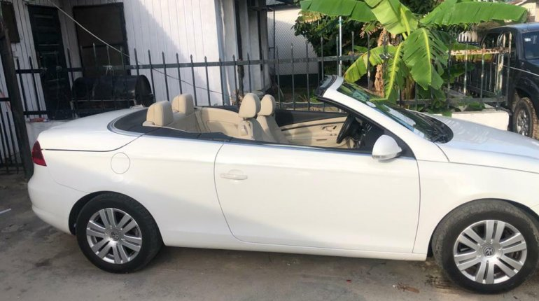 Open Roof Foreign Used 2008 Volkswagen Eos for sale in Lagos.-0