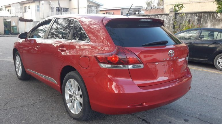 Foreign Used 2013 Maroon Toyota Venza for sale in Lagos. -12