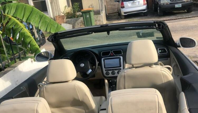 Open Roof Foreign Used 2008 Volkswagen Eos for sale in Lagos.-6