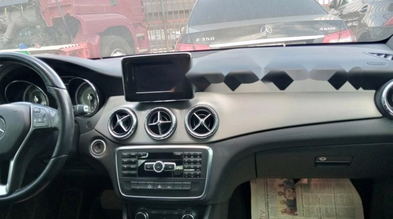 Sharp and neat Tokunbo Benz CLA 250, 2014 model-13