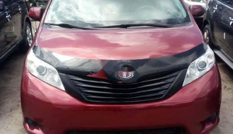 Foreign Used 2013 Maroon Toyota Sienna for sale in Lagos. -4