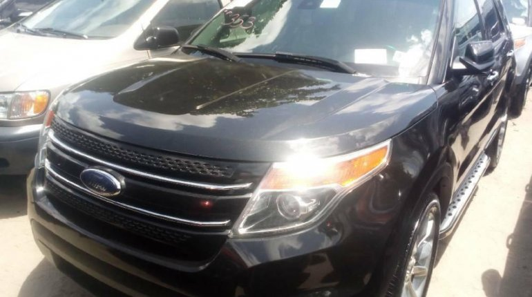 Foreign Used 2013 Black Ford Explorer for sale in Lagos. -3
