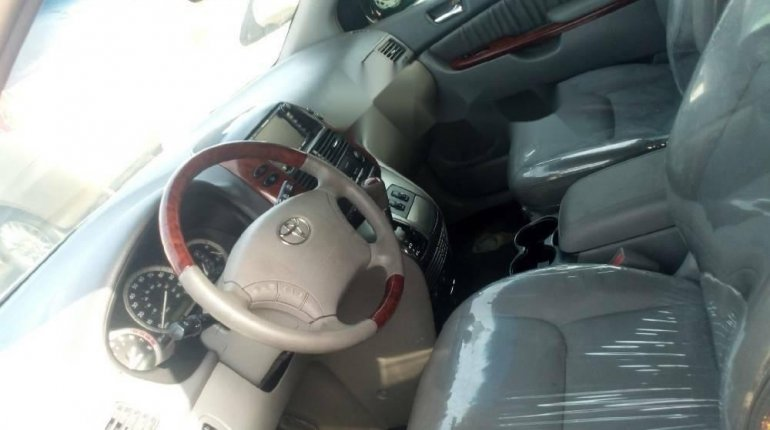 Foreign Used 2005 Dark Blue Toyota Sienna for sale in Lagos. -3