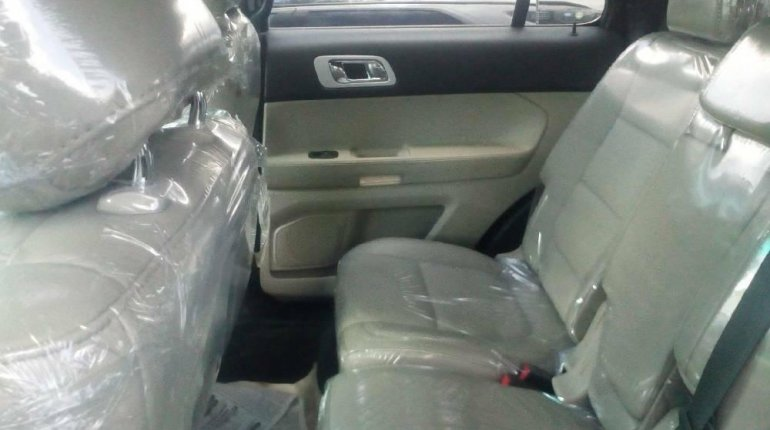 Foreign Used 2013 Silver Ford Explorer for sale in Lagos.-3