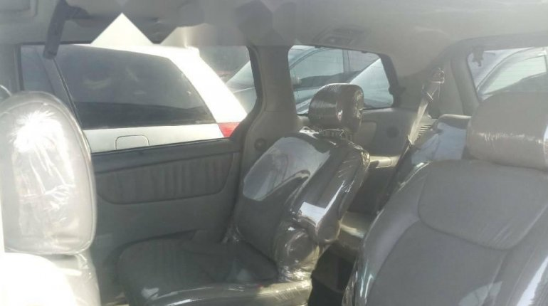 Foreign Used 2005 Dark Blue Toyota Sienna for sale in Lagos. -4