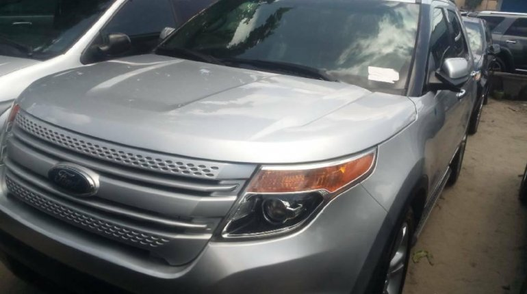 Foreign Used 2013 Silver Ford Explorer for sale in Lagos.-1