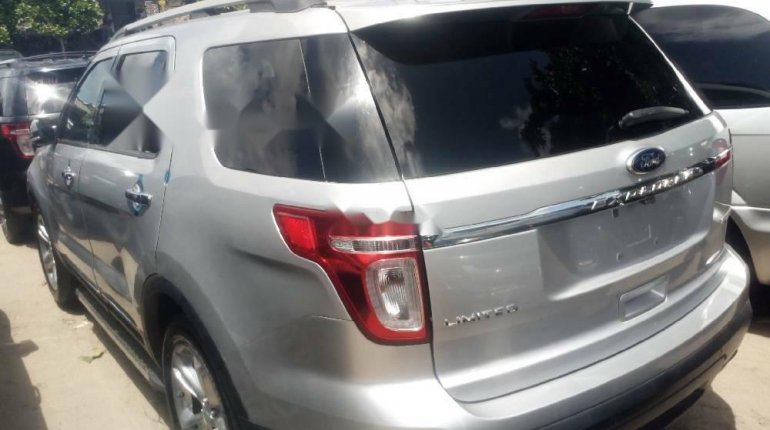 Foreign Used 2013 Silver Ford Explorer for sale in Lagos.-4