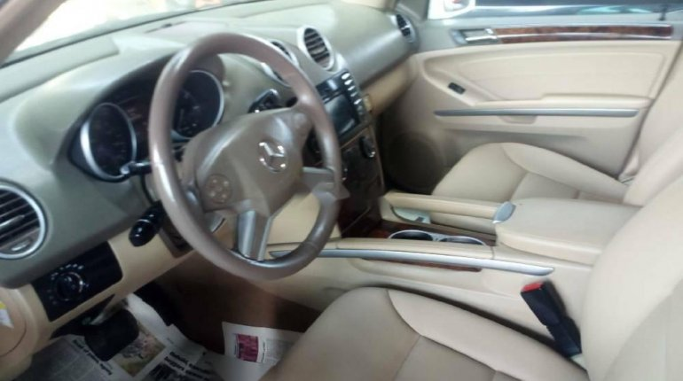 Foreign Used 2010 White Mercedes-Benz ML350 for sale in Lagos. -3