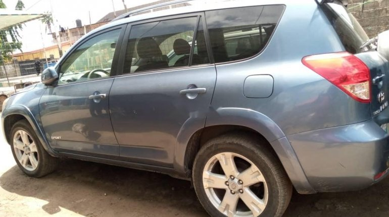 Foreign Used 2008 Blue Toyota RAV4 for sale in Lagos. -5