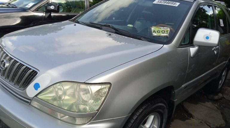 Foreign Used 2003 Silver Lexus RX for sale in Lagos. -0