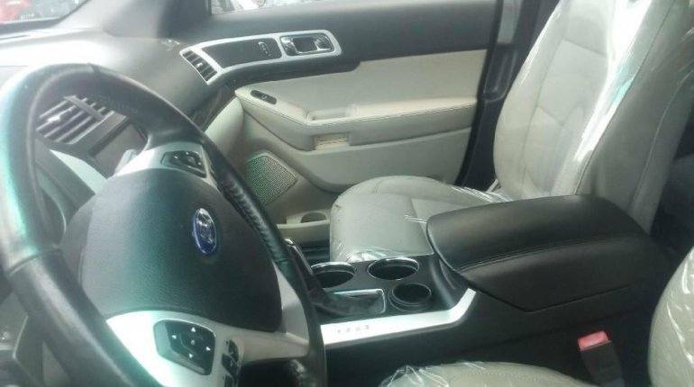 Foreign Used 2013 Silver Ford Explorer for sale in Lagos.-2