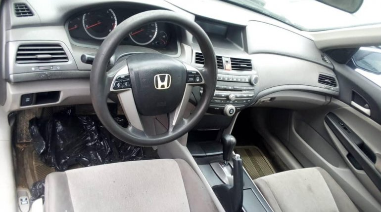 Foreign Used 2009 Grey Honda Accord for sale in Lagos.-5