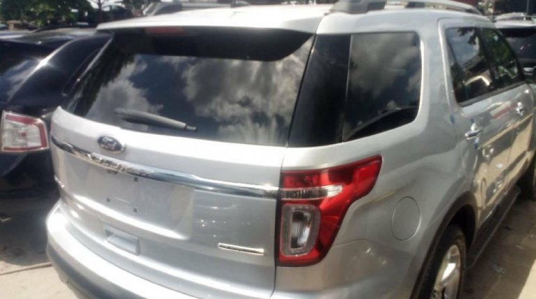 Foreign Used 2013 Silver Ford Explorer for sale in Lagos.-5