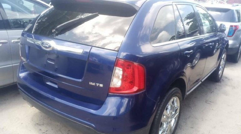 Foreign Used 2013 Blue Ford Edge for sale in Lagos. -5