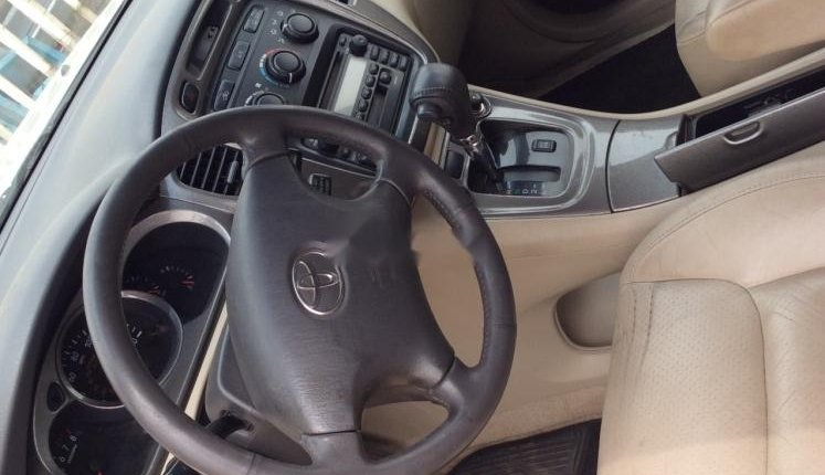 Foreign Used 2002 Toyota Highlander for sale in Lagos. -4