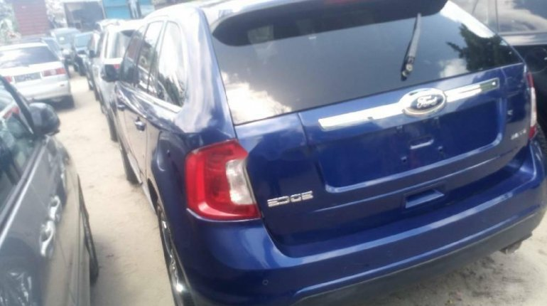 Foreign Used 2013 Blue Ford Edge for sale in Lagos. -11