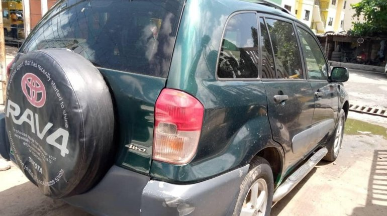 Locally Used 2003 Green Toyota RAV4 for sale in Lagos. -4
