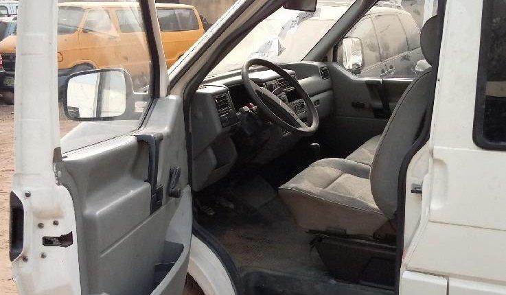Super Clean Tokunbo Volkswagen Transporter 2000 ₦1,600,000 for sale-0