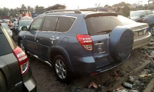 Foreign Used 2010 Grey Toyota RAV4 for sale in Lagos. -5
