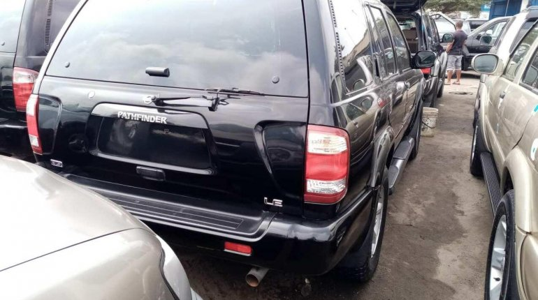 Clean Tokunbo 2003 Nissan Pathfinder for sale-5