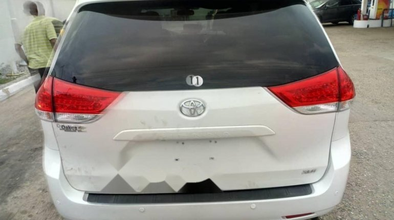 Foreign Used Toyota Sienna 2013 Model White-7